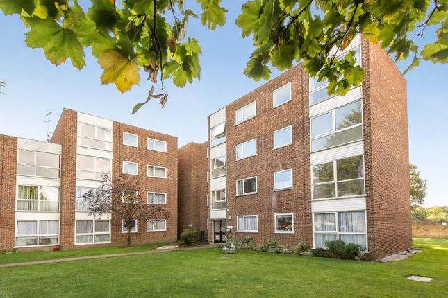 1 bed flat to rent in Tasman Court, Staines Road West, Sunbury On Thames, Middlesex TW16