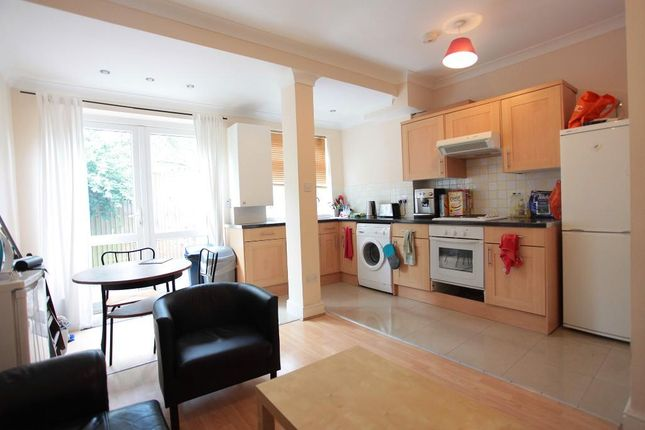 Thumbnail Maisonette to rent in Galloway Road, London