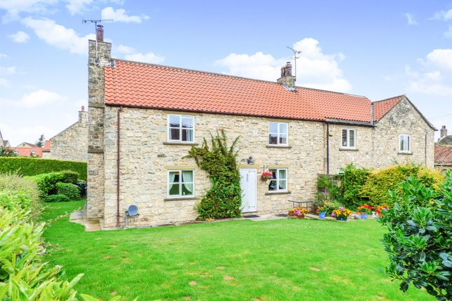 4 bed detached house to rent in The Old Farm House, Kirk Smeaton WF8