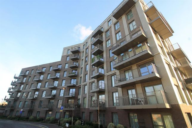 Thumbnail Flat for sale in Adenmore Road, London