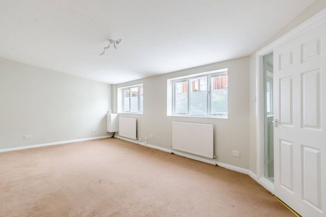 1 bed bungalow to rent in Chestnut Grove, Nightingale Triangle, London SW12