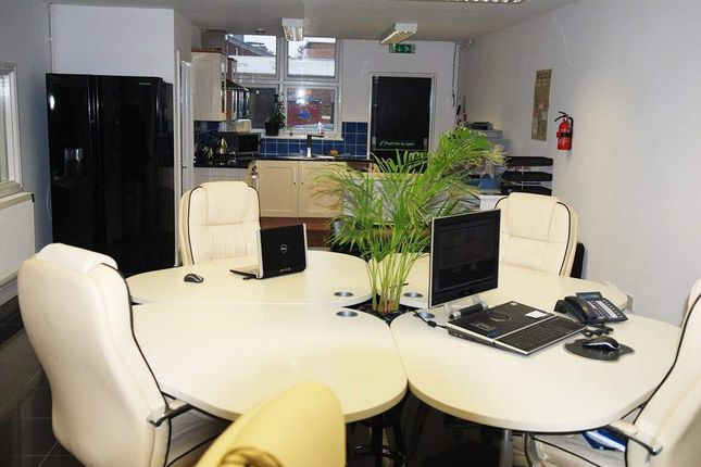 Thumbnail Office to let in Alexandra Road, Ponders End, Enfield