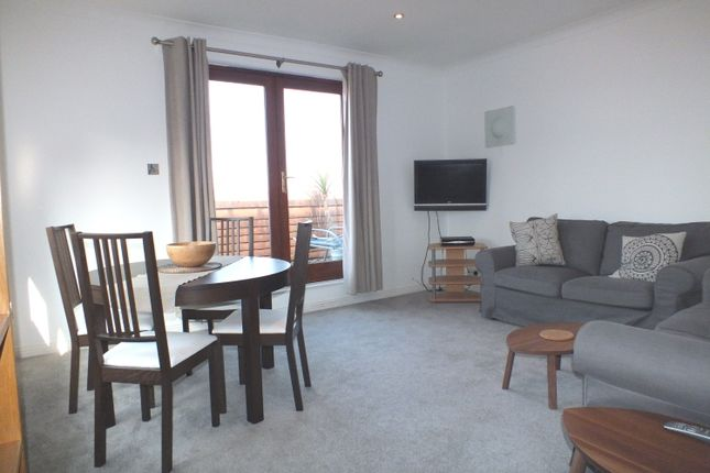 Thumbnail Flat to rent in Freelands Road, Cobham