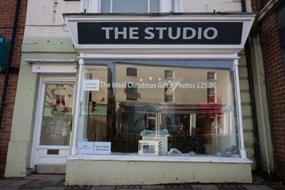Retail premises to let in 16 The Square, The Square, Kenilworth, Warwickshire