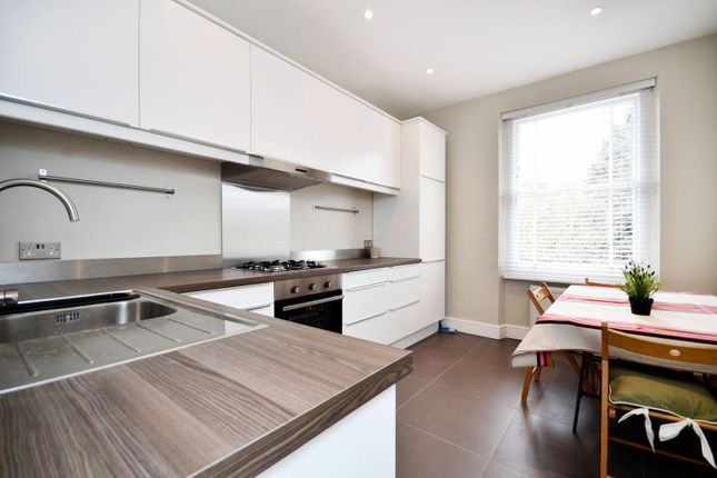 3 bed flat to rent in Nightingale Lane, Between The Commons