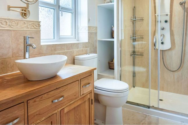 Master En-Suite of Rugge Furlong, Didcot OX11