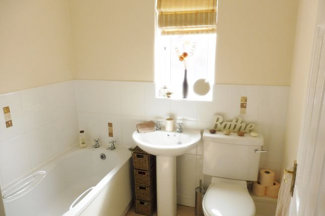 Family Bathroom of Haverhill Grove, Wombwell S73