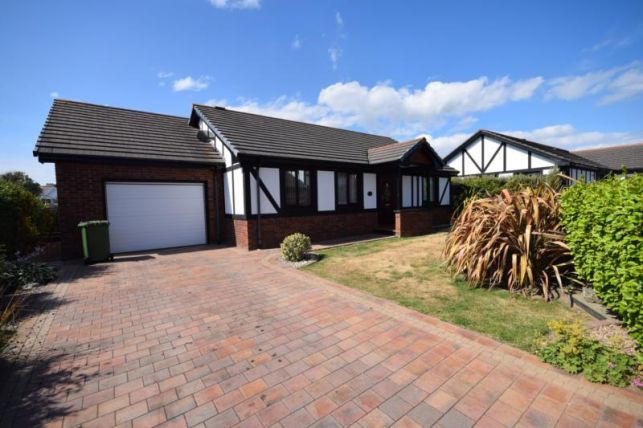 Thumbnail Bungalow to rent in King Edward Close, Onchan
