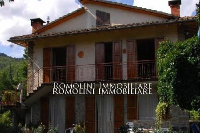 Villa With Land For Sale In Caprese Michelangelo