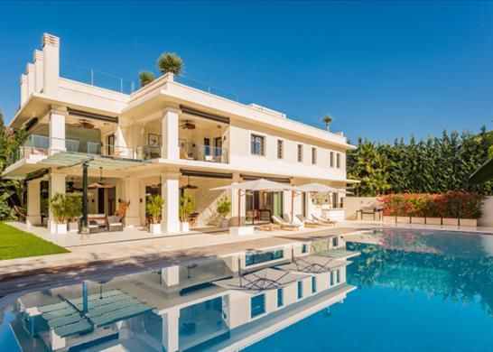 Thumbnail Detached house for sale in Av. Bulevar Príncipe Alfonso De Hohenlohe, 8, 29602 Marbella, Málaga, Spain