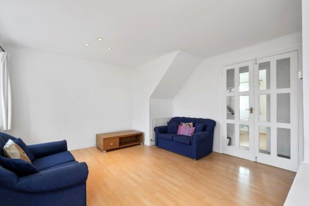 4 bed property to rent in Crowthorne Close, London