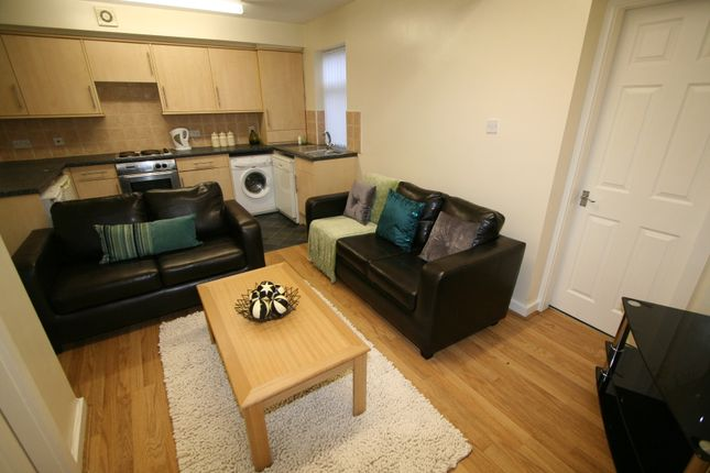 Thumbnail Property to rent in Eden Mount, Leeds