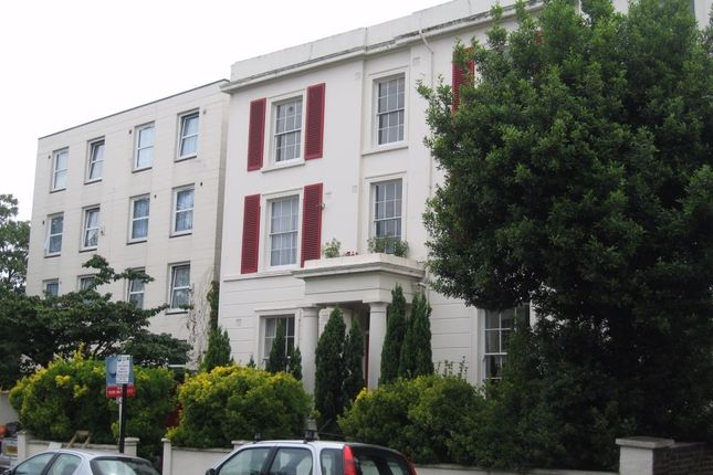 2 bed flat to rent in Balham High Road, London