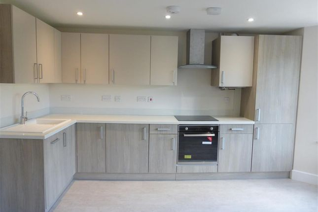 Thumbnail Flat to rent in Springfield Road, Crawley
