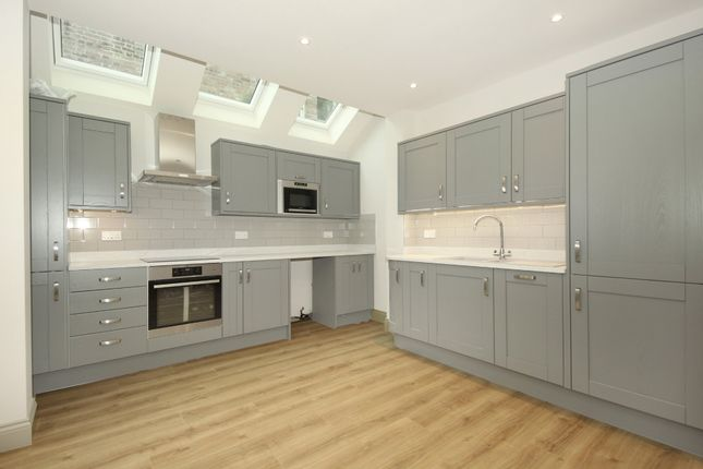 Thumbnail Flat to rent in Coldershaw Road, London
