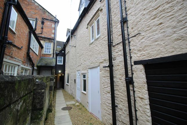 2 bed flat to rent in Market Place, Chippenham SN15