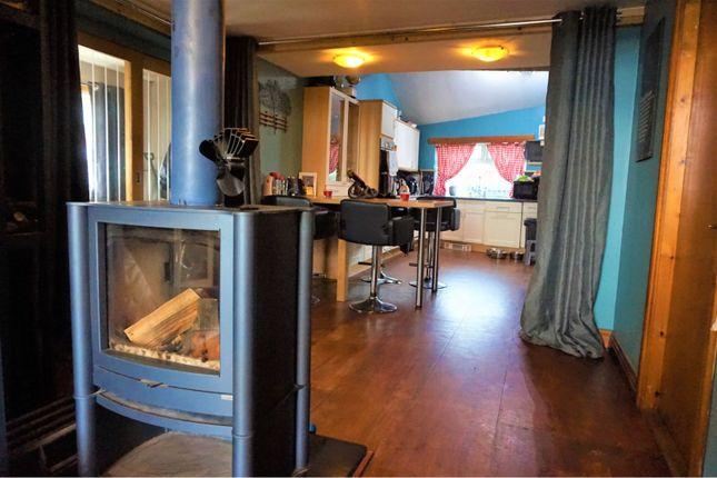 Lounge / Kitchen of Albert View, Halifax HX2