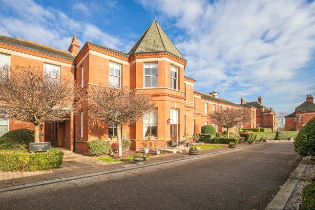 Thumbnail Flat for sale in Kensington House, Richmond Drive, Woodford Green, Essex