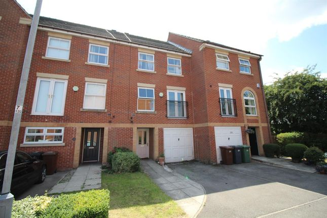 Thumbnail Town house to rent in Glebe Court, Rothwell, Leeds