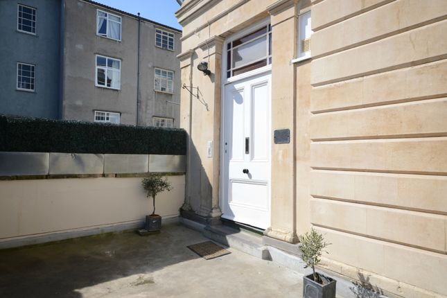 Thumbnail Flat to rent in Alma Vale Road, Clifton, Bristol