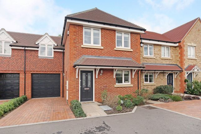 Thumbnail Property to rent in Woodbury Close, Maidenhead