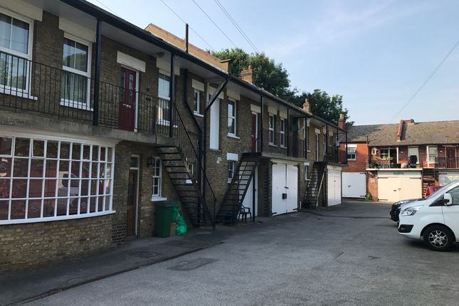 Thumbnail Flat to rent in Coombe Avenue, Croydon