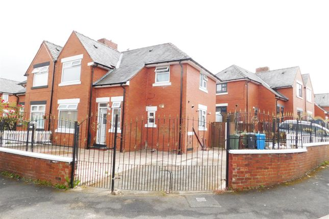 Thumbnail Town house for sale in Hoyle Avenue, Oldham