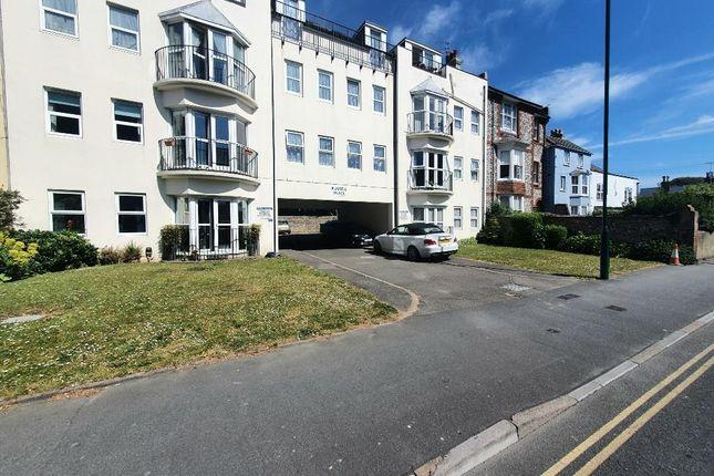 Flat to rent in High Street, Bognor Regis