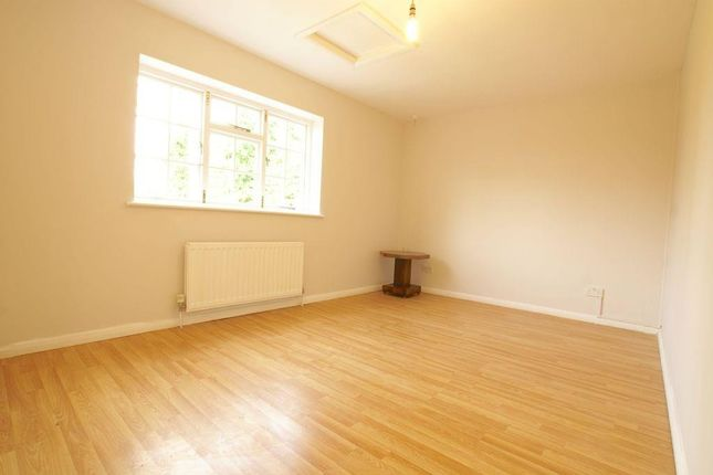 Thumbnail Flat to rent in Burnham Green Road, Welwyn