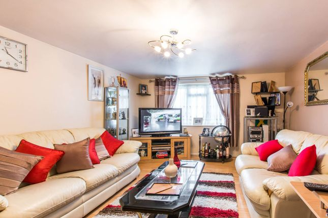 Thumbnail Flat for sale in Bailey Close, Bounds Green, London