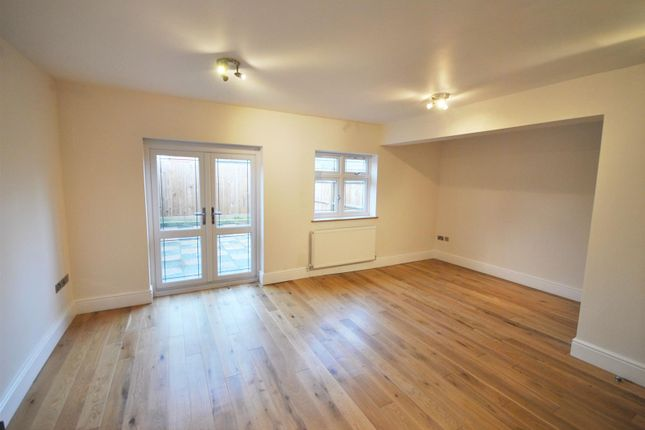 Thumbnail Flat for sale in Cuffley Hill, Goffs Oak, Goffs Oak
