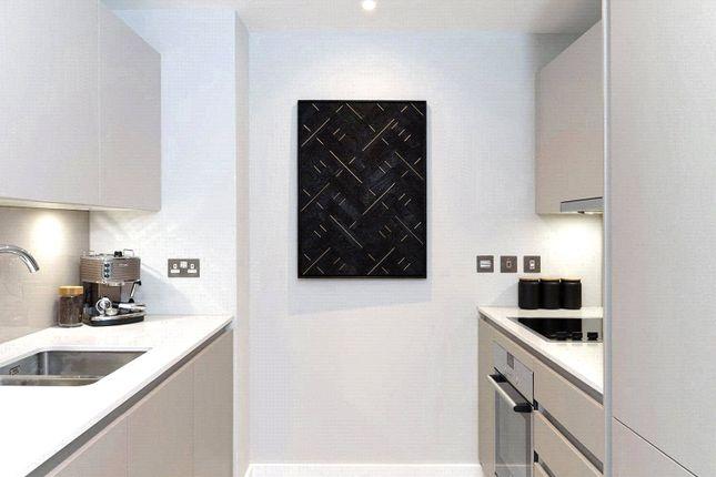 Thumbnail Flat to rent in Churchyard Row, London