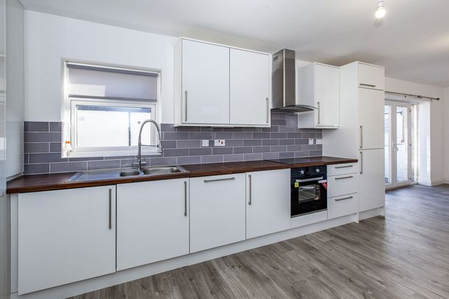 Thumbnail Flat to rent in Victoria Street, Windsor