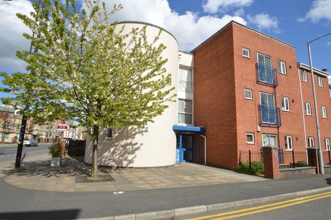 2 bed flat to rent in Rolls Crescent, Hulme, Manchester