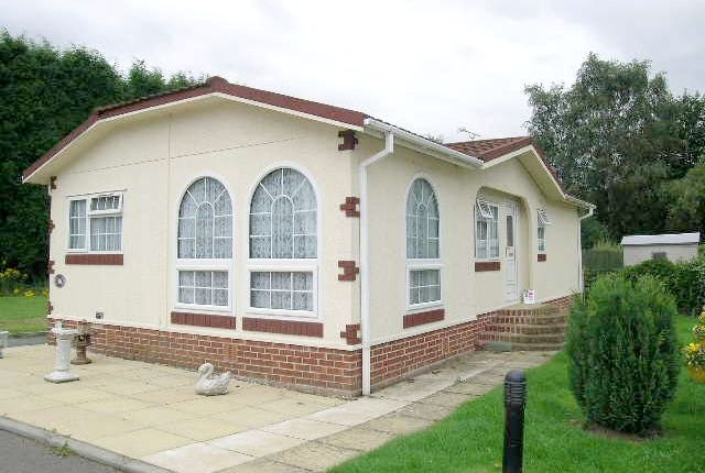 Thumbnail Mobile/park home for sale in Amington Park, Amington, Tamworth, Staffordshire