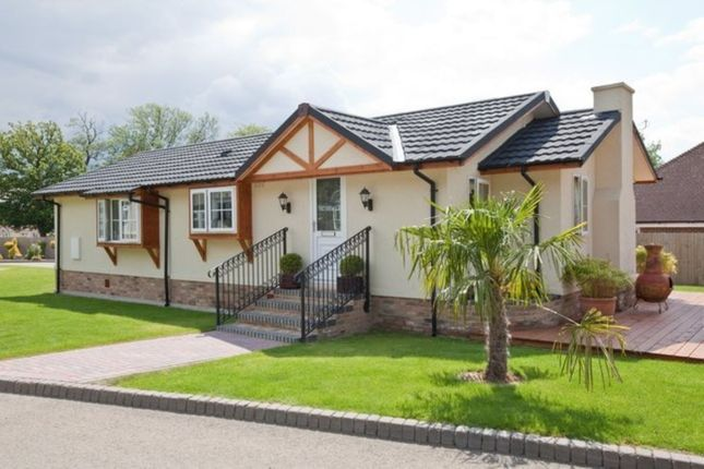Thumbnail Property for sale in Wolds Retreat Brigg Road, Caistor, Market Rasen