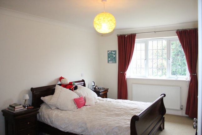 Thumbnail Detached house to rent in Weydown Road, Haslemere