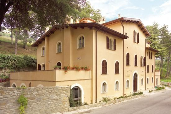 10 bed detached house for sale in Pietralunga, Perugia, Umbria, Italy