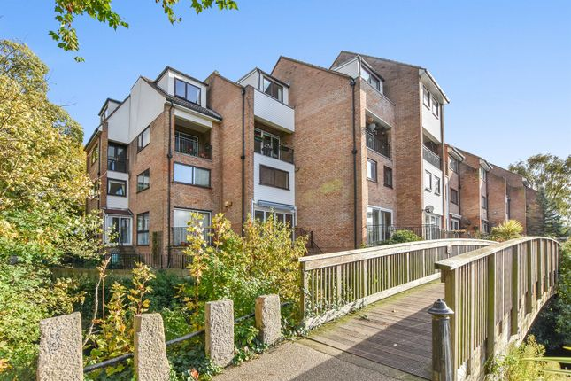Thumbnail Flat for sale in Colnebridge Close, Staines
