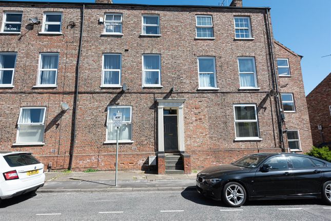 Flat to rent in Penleys Grove Street, York