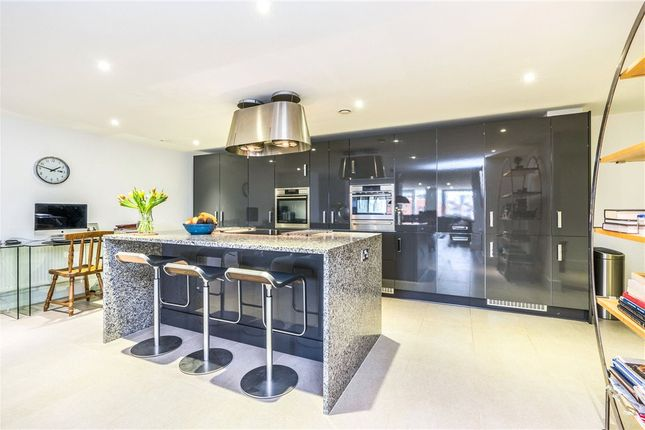 Flat for sale in Sapphire Court, Ocean Way, Southampton