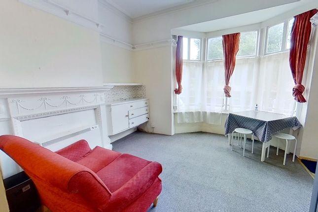 Studio to rent in Waterden Road, Guildford