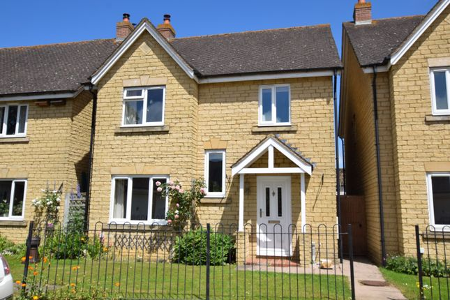 Thumbnail Property to rent in Hodgson Close, Bicester