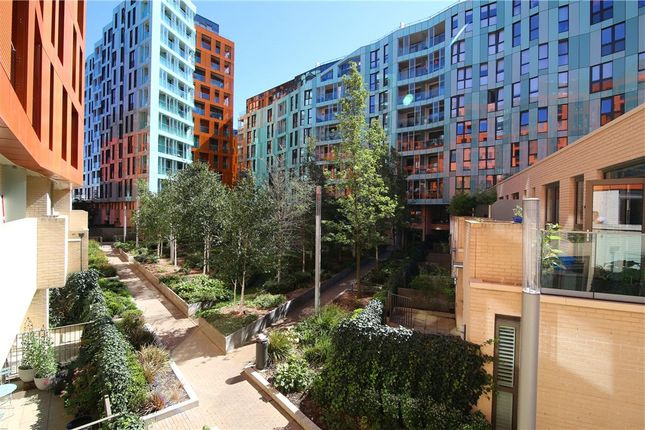 Picture No. 02 of Gordian Apartments, 34 Cable Walk, London SE10