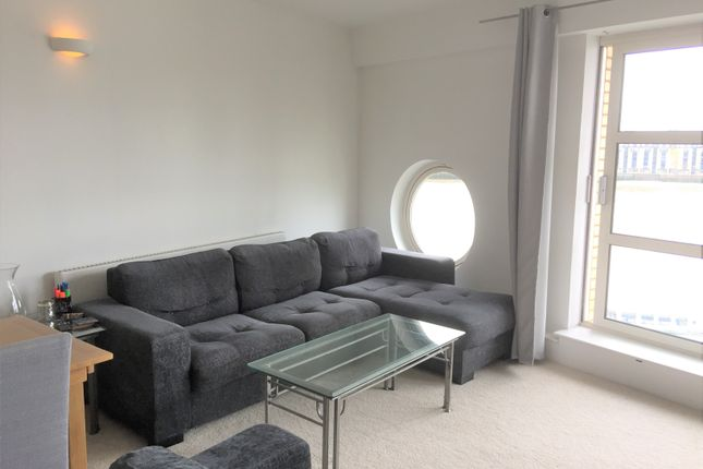 2 bed flat for sale in Cascades Tower, Westferry Road E14
