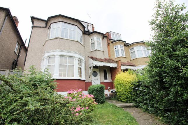 2 bed flat to rent in Westbury Road, West Finchley