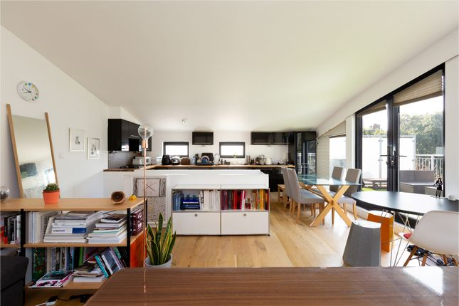 Thumbnail Flat for sale in City Road, London