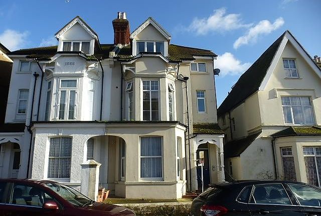 Thumbnail Flat to rent in Eversley Road, Bexhill-On-Sea