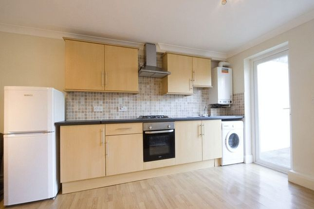 2 bed flat to rent in Maitland Road, London