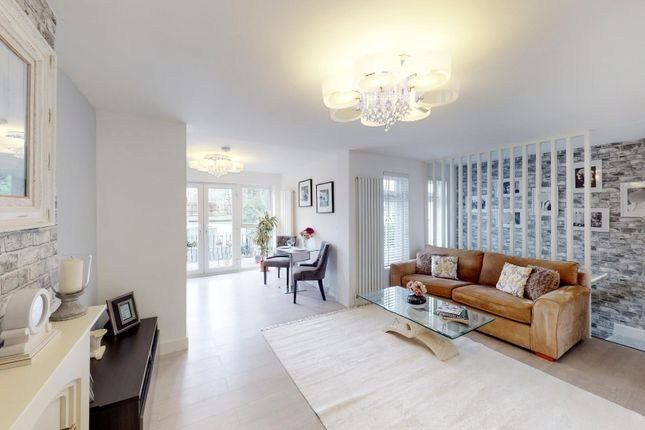 3 bed flat for sale in Barford Close, London NW4